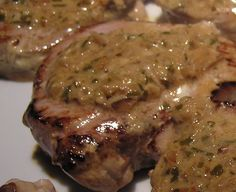 Veal medallions with shallot sauce Italian Recipes, Beef Recipes, Cooking Recipes, Food Porn, My Best Recipe, Food Videos, Food And Drink, Pork, Yummy Food