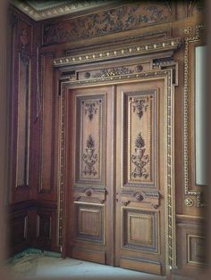 42 Awesome Classic Door Ideas - French doors are favorites among many people. Their classic and classy look is always appealing and can really brighten a room no matter where they le. Wooden Main Door Design, Double Door Design, Door Gate Design, Door Design Interior, Main Entrance Door, Classic Doors, Wooden Front Doors, Exterior Doors, French Doors