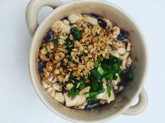 豆腐皮蛋 蒜 姜 青葱 蚝油 酱油 麻油 醋 豆腐 皮蛋