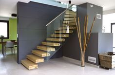 Floating stair floating staircase quarter turn floating - Idee deco entree avec escalier ...