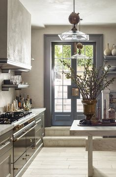 Create a modern farmhouse interior for your home with these key design principles and ideas House Design, Modern Farmhouse Interiors, Interior, Kitchen Interior, Interior Design Kitchen, Beautiful Kitchens, Home Decor, House Interior, Farmhouse Interior