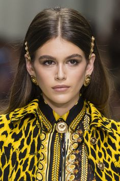 Versace, Spring 2018 - Dazzling Hair and Beauty Details Straight From the Milan Runways - Photos