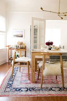 Vogel chairs from west elm + sheepskin create a modern, bohemian dining room in this Photographer's Los Angeles home.John Vogel chairs from west elm + sheepskin create a modern, bohemian dining room in this Photographer's Los Angeles home. Dining Room Design, Dining Room Furniture, Dining Rooms, Dining Chairs, Room Chairs, Carpet In Dining Room, Dining Area, Modern Furniture, Teak Furniture