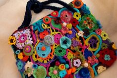 borsa arcobaleno fab crochet bag bring a bit off colour into these dark wintery work days Crochet Eyes, Love Crochet, Knit Crochet, Crochet Things, Crochet Handbags, Crochet Purses, Freeform Crochet, Knitted Bags, Crochet Projects