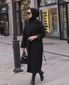 Image in Admin's images album Modern Hijab Fashion, Hijab Fashion Inspiration, Muslim Fashion, Modest Fashion, Style Inspiration, Casual Hijab Outfit, Hijab Chic, Hijab Dress, Dress Casual