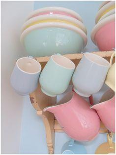 """""""allemaal kleurtjes mijn verzameling pastel servies Petrus Regout"""