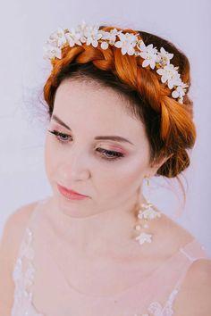 Aureus Flos - Bridal flower crown Wedding headpiece headband Pearl jewelry Mother of pearl tiara Floral accessories