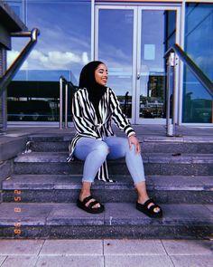 Source by outfits muslim Modern Hijab Fashion, Muslim Women Fashion, Islamic Fashion, Modest Fashion, Modest Dresses, Modest Outfits, Classy Outfits, Chic Outfits, Fashion Outfits