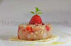 Tartare di gamberi viola, fragole e mandorle pelate, con emulsione di aceto balsamico, fiocchi di sale e menta
