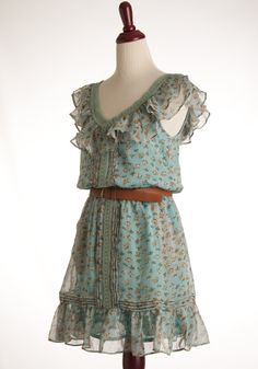 this has serious style potential! floral frilly and cute! Pretty Clothes, Pretty Outfits, Pretty Dresses, Country Girl Look, Country Chic, Style Ideas, Style Inspiration, Sun Dresses, Dress Out
