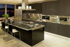 You should consider stainless steel kitchen countertops. Stainless steel kitchen countertops gives a modern elegant look to your kitchen. Modern Kitchen Apartment, Kitchen Remodel, Modern Kitchen, Contemporary Kitchen Design, Kitchen Countertops, Contemporary Kitchen, Kitchen Island Design, Minimalist Kitchen, Kitchen Inspiration Modern