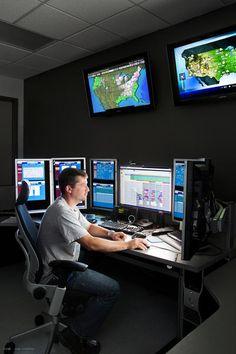 Justin Hobbs. Este centro de control permite vigilar el edificio y el sistema eléctrico. Desde aquí Justin Hobbs recibe la información de los trabajadores y autoriza las reparaciones.