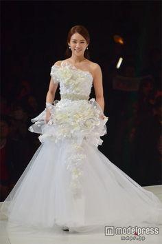 KARA、華やかウエディングドレスショーで1万3千人魅了<写真特集> - モデルプレス