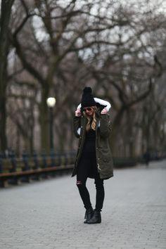 WINTER PARKA Winter Sweater Dresses, Winter Outfits, Cool Outfits, Trendy Outfits, Winter Parka, Winter Jackets, Women's Jackets, Winter Coats, Green Parka Jacket