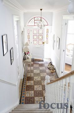 A magnificent Edwardian villa with bright and airy interiors, parquet flooring and plenty of moveabl... - Photographic Location Hire