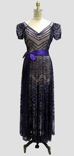 Sequined royal blue silk chiffon evening dress, attributed to Mainbocher, French, 1939. #vintage #1930s #fashion