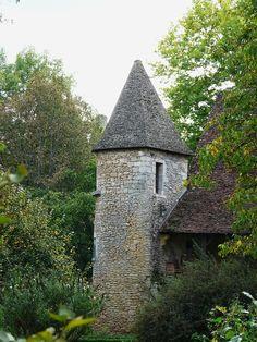 St-Léon sur Vézère (Dordogne) - - Manoir de la Salle - tourelle sud