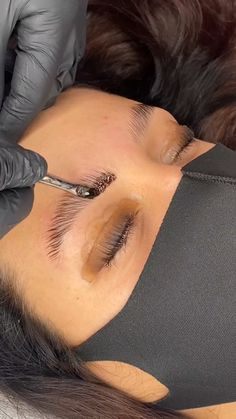Eyebrow Lift, Eyebrow Makeup Tips, Eyebrow Tinting, Makeup Eyebrows, Natural Glowy Makeup, Dark Skin Makeup, Eyelash Lift And Tint, Perfect Eyelashes, Microblading Eyebrows