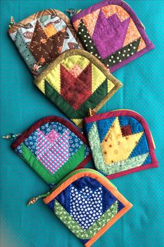 Connect 17 pieces- - Her Croch. Connect 17 pieces- – Her Crochet Zippered pouch / pencil case. Connect 17 pieces- – Her Crochet - Quilted Gifts, Quilted Bag, Fabric Bags, Fabric Scraps, Small Sewing Projects, Sewing Crafts, Quilt Patterns, Sewing Patterns, Zipper Pouch Tutorial