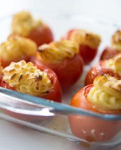Tomates Recheados com Puré de Parmesão