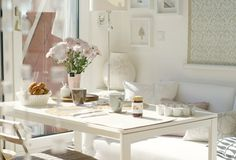 Spring is in the air in this dining room