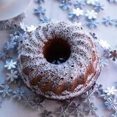 Helppo taatelikakku Finnish Recipes, Good Food, Yummy Food, Sweet Pastries, Winter Christmas, Doughnut, Cake Recipes, Goodies, Food And Drink