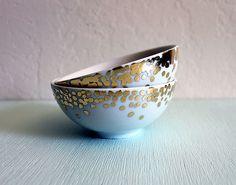 Существует техника декорирования, позволяющая, подобно легендарному царю Мидасу, все предметы, к которым вы прикасаетесь, — превращать в золото. Эта техника, называемая сусальным золочением