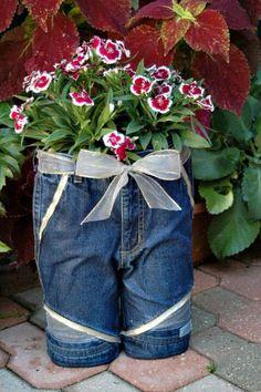 http://newgirlontheblog.wordpress.com/2009/06/26/denim-jeans-planter/