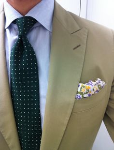 Beige jacket, white shirt with light blue dress stripes, green tie with white pin dots, and floral pocket square Lux Fashion, Gents Fashion, Fashion Outfits, Sharp Dressed Man, Well Dressed, Light Blue Dresses, Nice Dresses, My Life Style, My Style