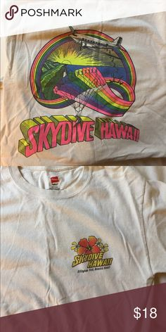 VINTAGE TEE Super vivid colors and comfy fit, in great condition Vintage Tops Tees - Short Sleeve