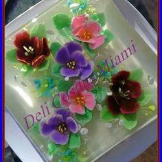 Deliciosa gelatina 3D de coco.... Violetas compatibles!!! ;-)