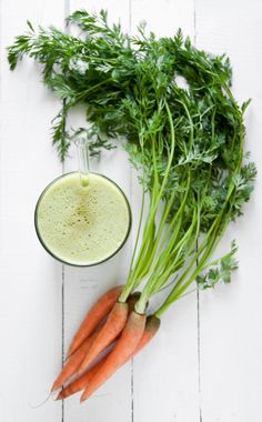 Green smoothie with carrot tops, pear and ginger / Zielone smoothie z natką marchewki, gruszką i imbirem