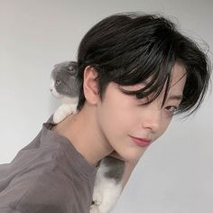 A girl meets someone who she thought is her true love. Korean Haircut Men, Asian Boy Haircuts, Korean Boy Hairstyle, Asian Haircut, Haircuts For Men, Korean Men Hair, Tomboy Hairstyles, Pixie Hairstyles, Cool Hairstyles