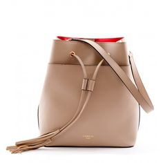 Leather bucket bag. Detachable adjustable shoulder strap.
