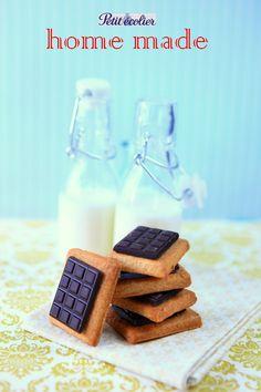 Une petite recette toute simple, qui plaira certainement aux enfants! Pour les moules à mini tablettes au chocolat, vous les trouverez en...