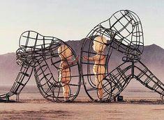 doѕ adυlтoѕ en υn alтercado y doѕ nιñoѕ ιnтerιoreѕ qυerιendoѕe тocar ∆E ♥️ Sculpture Art, Sculptures, Love Connection, Wind Of Change, Amazing, Awesome, Land Art, Burning Man, Ethereal