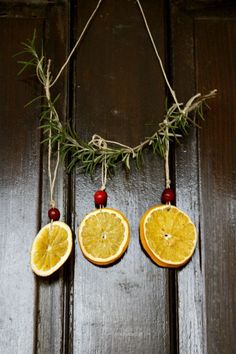 dried orange and cranberry Yule lanterns - Now a person can enjoy the smell of the holidays any time of the year. Dried orange and cranberry Yule lanterns are easy to make. Noel Christmas, Homemade Christmas, All Things Christmas, Winter Christmas, Christmas Ornaments, Hanging Ornaments, Orange Ornaments, Minimal Christmas, Simple Christmas