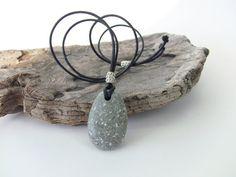 Speckled Beach Stone Necklace  Natural Beach von PebbleCreationz, $38.99