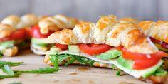 Valmista Croissant Club Sandwichit tällä reseptillä. Helposti parasta! My Cookbook, Croissant, Sushi, Club, Ethnic Recipes, Food, Essen, Crescent Roll, Meals