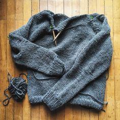 here we are!! I need to knit the cowl and it's finally finished!!  These days the first cold wind.. nothing better for knitting!!  ci siamo quasi!!' Manca solo il collo e poi finalmente è finito!!!  Questi giorni i primi venti freddi.. non c'è niente di meglio per lavorare!! #instadaily #instalover #instaknit