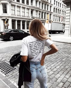 TRAVELLING IN COMFORT | White T-shirt and Blue Denim Jeans | For more style inspiration visit www.dontsweatthestewardess.com
