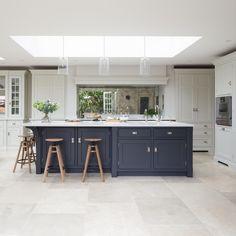 Choosing Your New Kitchen Cabinets Open Plan Kitchen Living Room, Kitchen Dining Living, Kitchen Family Rooms, Home Decor Kitchen, Interior Design Kitchen, New Kitchen, White Kitchen Floor, Kitchen Ideas, Kitchen Vent