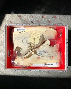 Off-White x Air Jordan 4 Cream Sail 2020 CV9388-100 Jordan 4, Jordan Retro, Sneakers Fashion, Fashion Shoes, Aesthetic Shoes, Air Jordan Shoes, Air Max 90, Shoe Collection, Off White