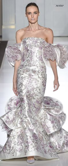 Ralph & Russo Fall 2017 Couture Fashion Show Haute Couture Gowns, Couture Dresses, Couture Fashion, Ralph And Russo, Floral Fashion, Designer Gowns, Glamour, Looks Style, Couture Collection