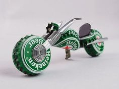Heineken Redneck Chopper, purdy gift fer motorcycle lovers, made outta beer caps