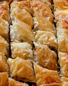 This Greek pastry is a Christmas tradition in our house. I make Baklava every y… This Greek pastry is a Christmas tradition in our house. I make Baklava every year and give most of it away. If you have ever wanted to make Baklava here is an easy recipe. Brownie Desserts, Köstliche Desserts, Delicious Desserts, Yummy Food, Plated Desserts, Yummy Yummy, Coconut Dessert, Oreo Dessert, Baklava Dessert