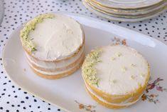 Mini biscuit met vlierbloesem Mini, Camembert Cheese, Biscuits, Dairy, Homemade, Food, Crack Crackers, Cookies, Eten