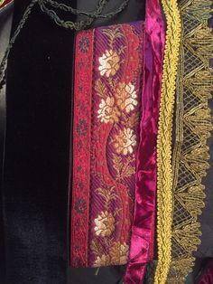 Sari, Costumes, Fashion, Traditional, Hipster Stuff, Saree, Moda, Dress Up Clothes, Fashion Styles