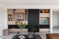 Inspiratie & realisaties aluminium gevelbekleding — Mato Modern Garage Doors, Wardrobe Cabinets, Entryway, Interior Design, Kitchen, Furniture, Cooking, Home Decor, Home Layouts