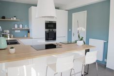Awesome kitchen room are offered on our web pages. look at this and you wont be sorry you did. Kitchen Design Small, Oval Room Blue, Kitchen Remodel, Kitchen Decor, Modern Kitchen, Home Decor, New Kitchen, Home Kitchens, Kitchen Design